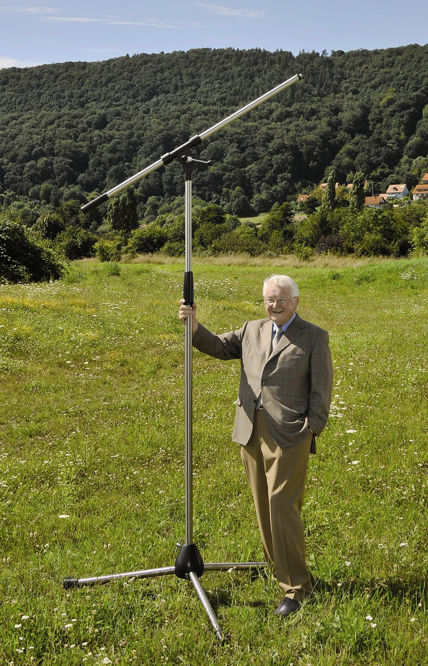 Das grösste Mikrofonstativ als originalgetreuer Nachbau